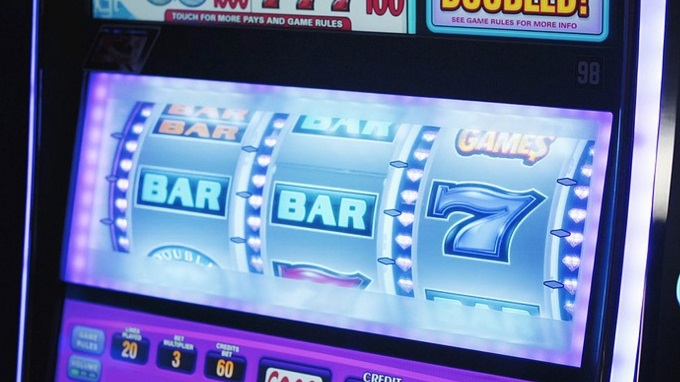 What are the odds of winning on a slot machine?