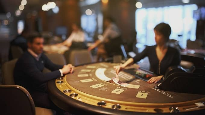 What's the difference between Pontoon and Blackjack?