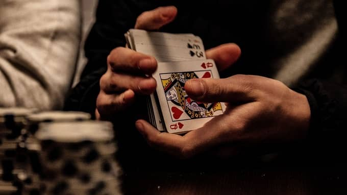 What are the different casino staff roles and responsibilities?
